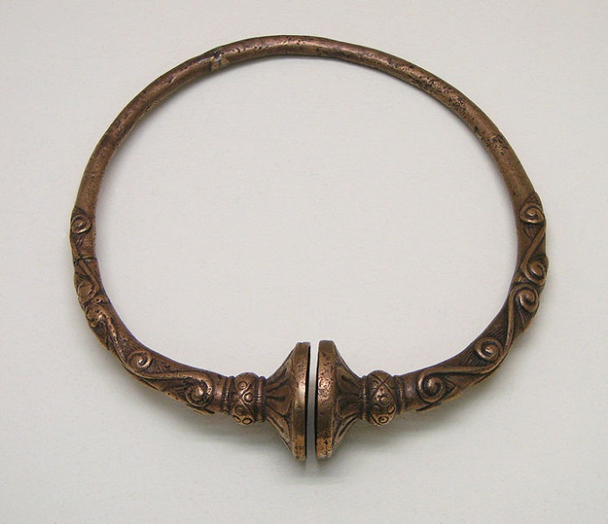 Bronze Torc, 4th-century BC buffer-type torc from France